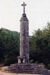 12 ao�t 1999 Croix hosanni�re XIIe si�cle dans le cimeti�re Class�e MH le 21-03-1910 Angles-sur-l'Anglin 86260 Photographie : Mireille GUICHETEAU
