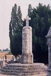Septembre 1999 Croix hosanni�re dans le cimeti�re Champniers 86400 Photographie : Mireille GUICHETEAU