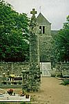 Mai 1991 Croix hosanni�re dans le cimeti�re Inscrite MH 17-06-1926 Derc� 86420 Photographie : Mireille GUICHETEAU