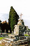 8 mai 2000 Croix hosanni�re XIIIe si�cle dans le cimeti�re Class�e MH 2-06-1917 Plaisance 86500 Photographie : Mireille GUICHETEAU