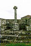 8 mai 2000 Croix hosanni�re dans le cimeti�re Montrol-S�nard 87330 Photographie : Mireille GUICHETEAU