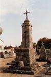 20-10-2000 Croix hosanni�re dans le cimeti�re Vouillon 36100 Photographie : Claude et Mireille GUICHETEAU