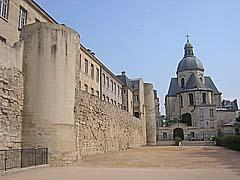 27-06-2005 - 10h57 Mur d'enceinte de Philippe Auguste Rue des Jardins-Saint-Paul Paris 75004 Photo numérique : Francis CAHUZAC